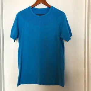 Fabletics Mens Athletic Short Sleeve Tshirt Small